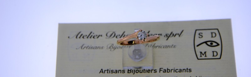 Solitaire or ros, diamant de 31 pts. Prix 1720 euros.