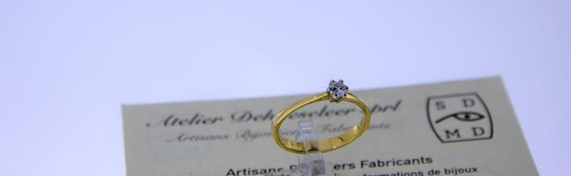 Solitaire or jaune avec diamant de 15 pts. Prix 845 euros.