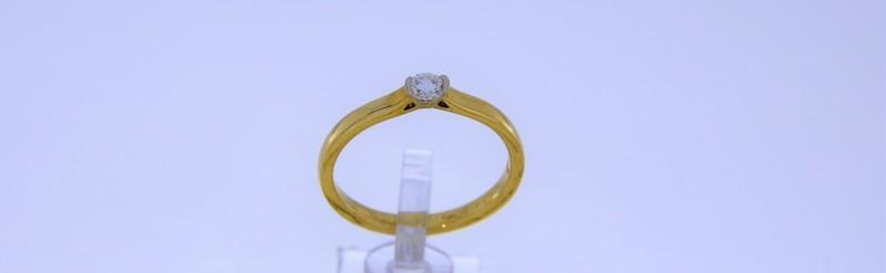 Solitaire diamant de 10 pts. Prix 704 euros.