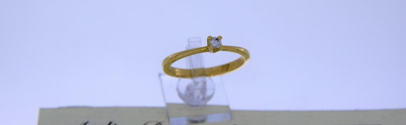 Solitaire or jaune avec diamant de 15 pts. Prix 790 euros.