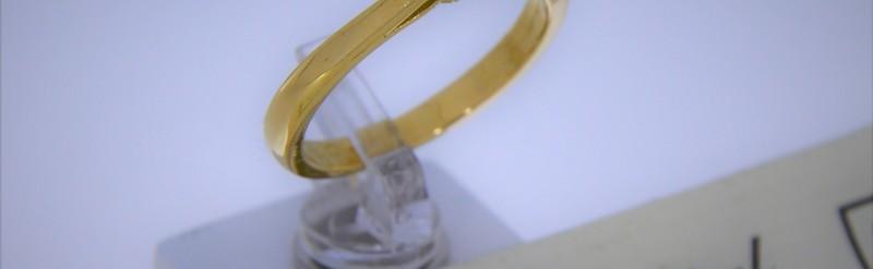 Solitaire or jaune, diamant de 12 pts. Prix 819 euros.