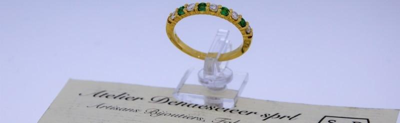 Demi alliance émeraude et diamant 0.25 pts Prix 1095 euros.