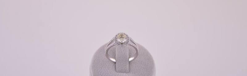 Bague or blanc diamant et diamant central jaune certifié. Prix sur demande.